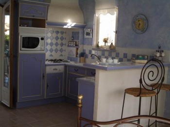 Location vacance appartement grasse plascassier cote d 39 azur for Cuisine amenagee americaine